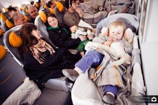 im Flugzeug, Babykörbchen